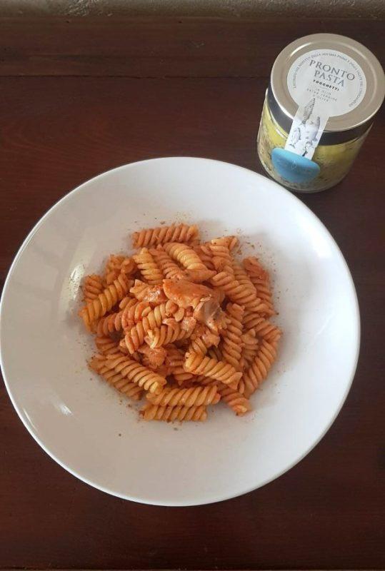 Fusilli con Pronto Pasta Agroittica Clarabella, passata di pomodoro e bottarga di luccio