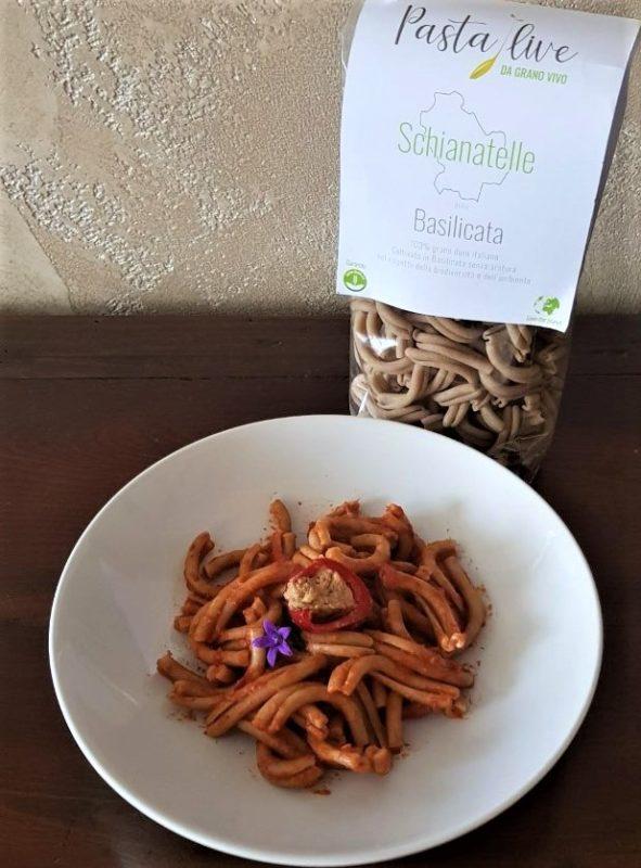 Schianatelle Pasta Live con sugo di pomodoro e peperoncini piccanti ripieni