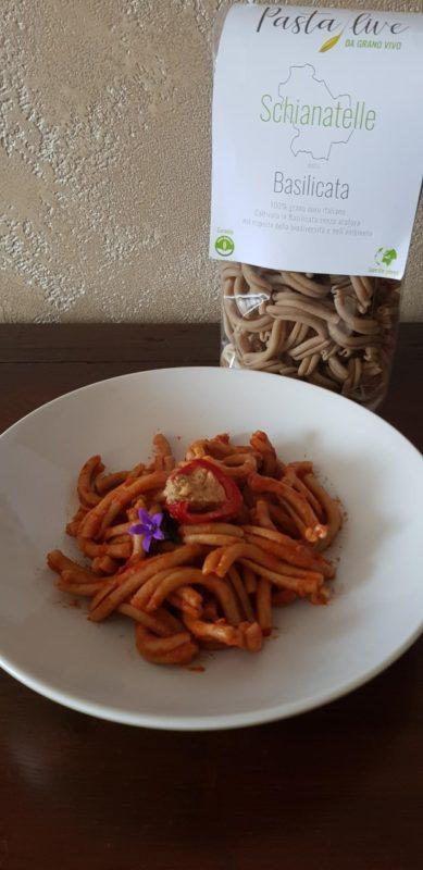 Schianatelle con sugo di pomodoro e peperoncini piccanti ripieni