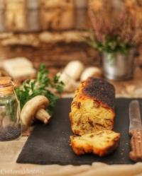 Plumcake ai funghi con caprino fresco e semi di papavero