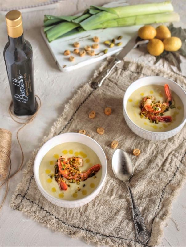 Potage parmentier e gamberi in crosta di pistacchi con olio extravergine di oliva Azienda Olivicola I Benedettini 1