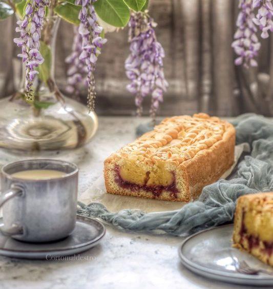 Plumcake di frolla all'olio con crema frangipane e confettura di visciole