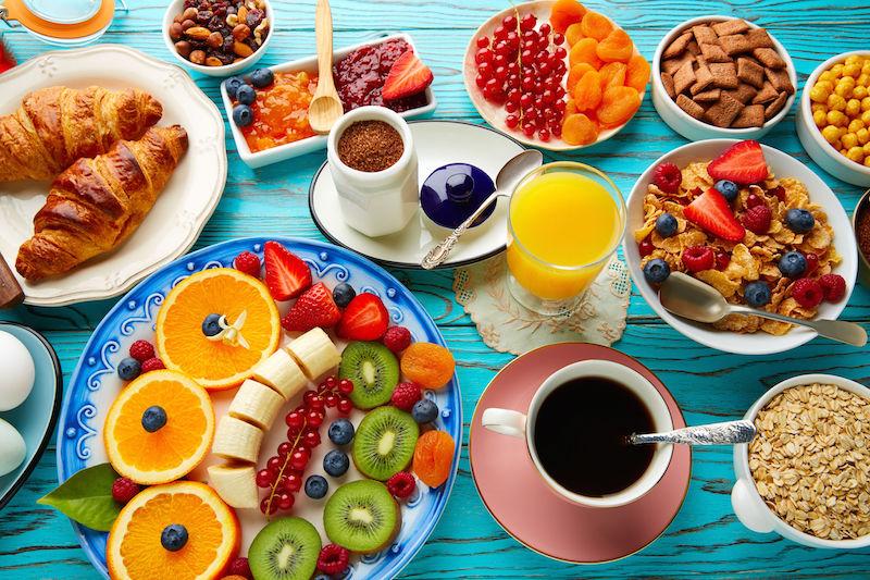 La colazione: cosa mangiare e cosa evitare, quesiti risolti e ricetta proteica