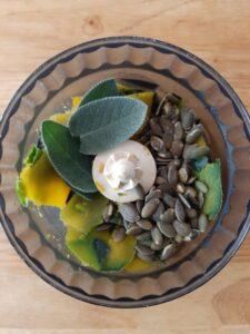 Pesto vegano di bucce e semi di zucca 1