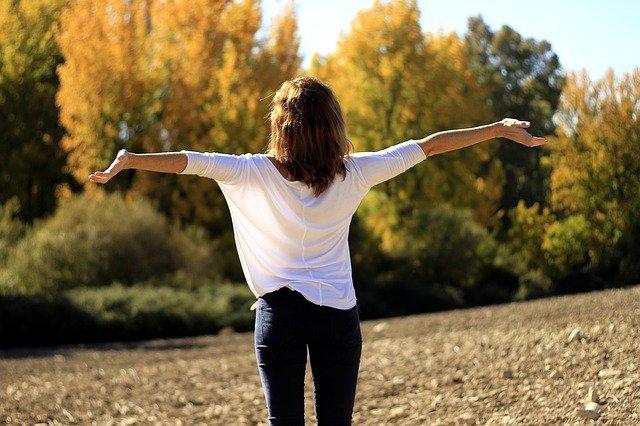 mindfulness-ragazza-natura